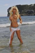 Stripgirl mit großem Busen