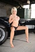 Cara ist eine von den schönen nackten Frauen